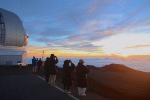 4200m、マウナケア山頂のサンライズ
