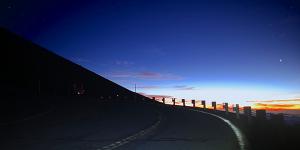 マウナケア山頂へ続く道