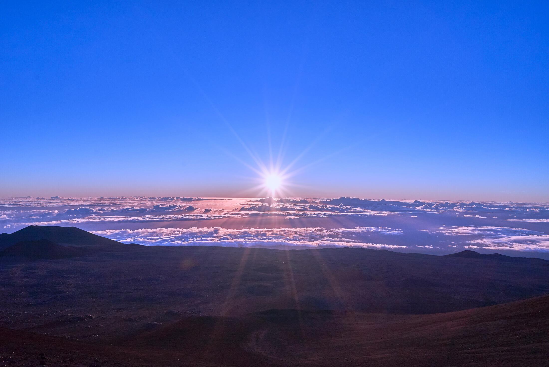 ハワイ島マウナケア山頂のサンライズ